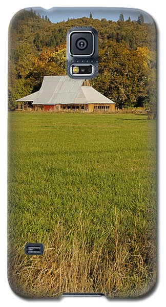Galaxy S5 Case featuring the photograph Barn Near Murphy by Mick Anderson