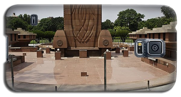 Galaxy S5 Case featuring the photograph Base Of The Jallianwala Bagh Memorial In Amritsar by Ashish Agarwal