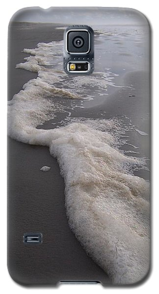 Galaxy S5 Case featuring the photograph Beach Foam Art by Peter Mooyman