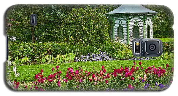 Galaxy S5 Case featuring the photograph Beautiful Garden by Cindy Haggerty