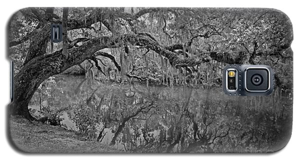 Galaxy S5 Case featuring the photograph Bent Oak River Reflection by Larry Nieland