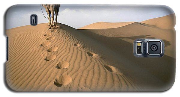 Blue Man Tribe Of Saharan Traders With Galaxy S5 Case by Axiom Photographic