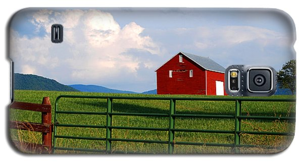 Galaxy S5 Case featuring the photograph Blue Ridge Barn by Linda Mesibov