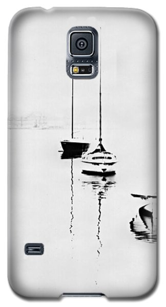 Boats On Foggy Lake Lucerne Galaxy S5 Case by Bob Wall