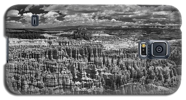 Bryce Canyon - Black And White Galaxy S5 Case by Larry Carr