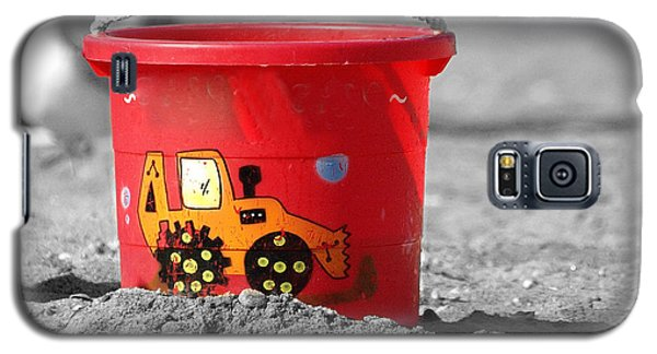 Galaxy S5 Case featuring the photograph Get A Bucket by Raymond Earley