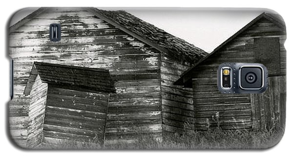 Galaxy S5 Case featuring the photograph Canadian Barns by Jerry Fornarotto
