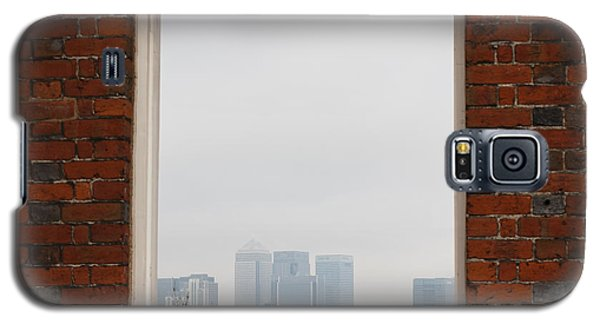 Galaxy S5 Case featuring the photograph Canary Wharf View by Maj Seda