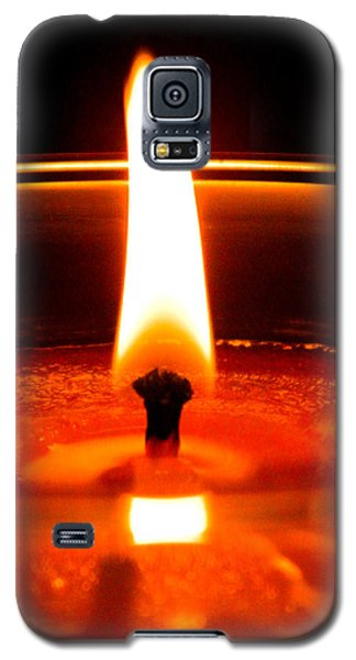 Galaxy S5 Case featuring the photograph Candlelight by Ester  Rogers