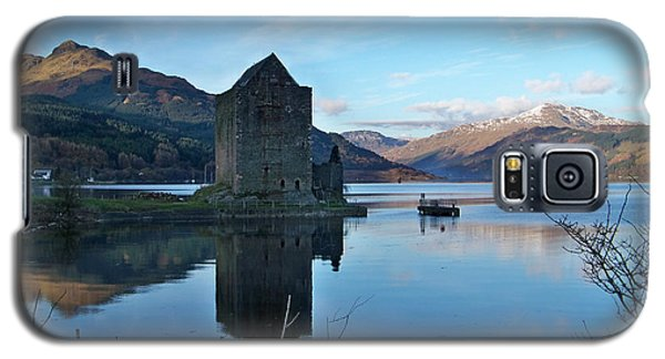 Galaxy S5 Case featuring the photograph Carrick Castle by Lynn Bolt