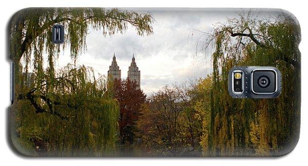 Galaxy S5 Case featuring the photograph Central Park Autumn by Lorraine Devon Wilke