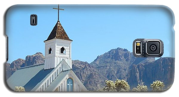 Galaxy S5 Case featuring the photograph Chapel In Superstitions by Penny Meyers