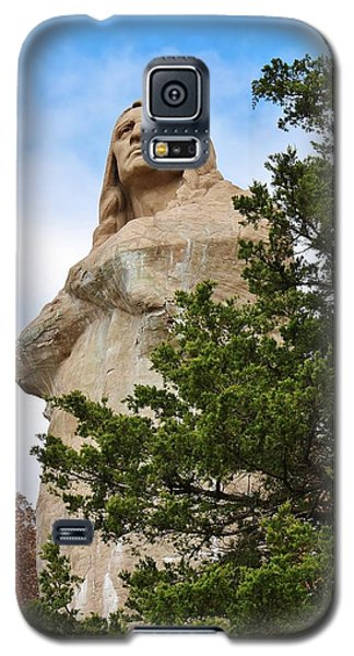 Galaxy S5 Case featuring the photograph Chief Blackhawk Statue by Bruce Bley