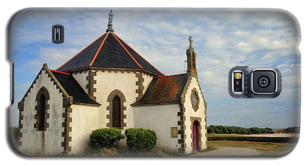 Galaxy S5 Case featuring the photograph Church Off The Brittany Coast by Dave Mills