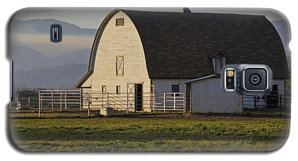 Galaxy S5 Case featuring the photograph Classic Barn Near Grants Pass by Mick Anderson