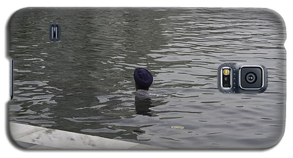 Galaxy S5 Case featuring the photograph Cleaning The Sarovar In The Golden Temple by Ashish Agarwal