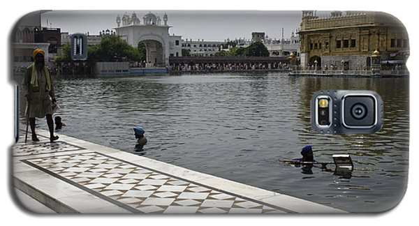 Galaxy S5 Case featuring the photograph Clearing The Sarovar Inside The Golden Temple Resorvoir by Ashish Agarwal