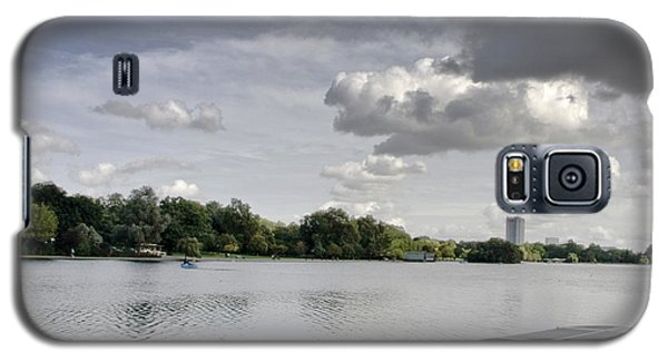 Galaxy S5 Case featuring the photograph Cloudy Hyde Park by Maj Seda