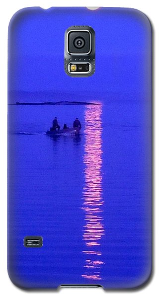 Galaxy S5 Case featuring the photograph Coming Home by Francine Frank