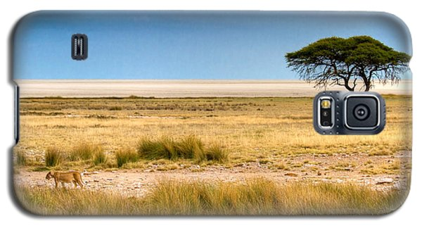 Galaxy S5 Case featuring the photograph Coming Home by Juergen Klust