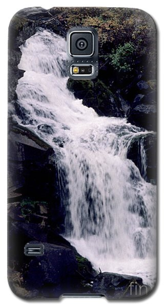 Galaxy S5 Case featuring the photograph Cool Clear Waters by Sharon Elliott