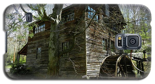 Galaxy S5 Case featuring the photograph Cross Eyed Cricket Grist Mill by Paul Mashburn