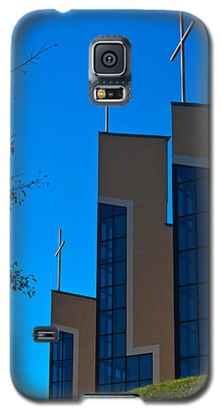 Galaxy S5 Case featuring the photograph Crosses Of Livingway Church by Ed Gleichman