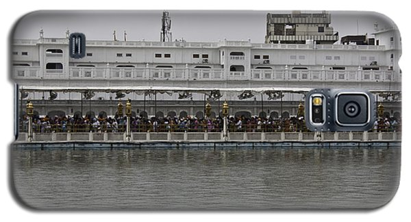 Galaxy S5 Case featuring the photograph Crowd Of Devotees Inside The Golden Temple by Ashish Agarwal