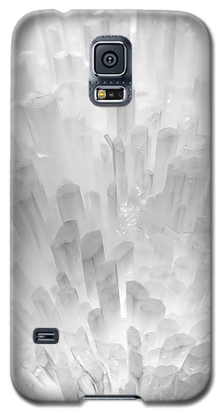 Galaxy S5 Case featuring the photograph Crystal City by Adrian LaRoque