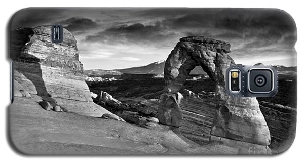 Delicate Arch Bw Galaxy S5 Case by Larry Carr