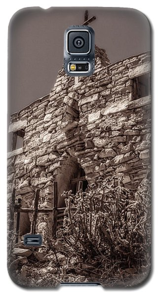Galaxy S5 Case featuring the photograph Desert Chapel by Ken Stanback