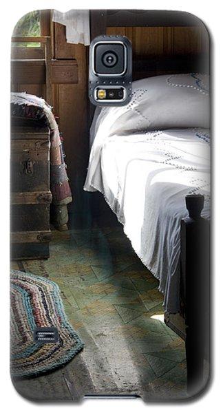 Galaxy S5 Case featuring the photograph Dudley Farmhouse Interior No. 1 by Lynn Palmer