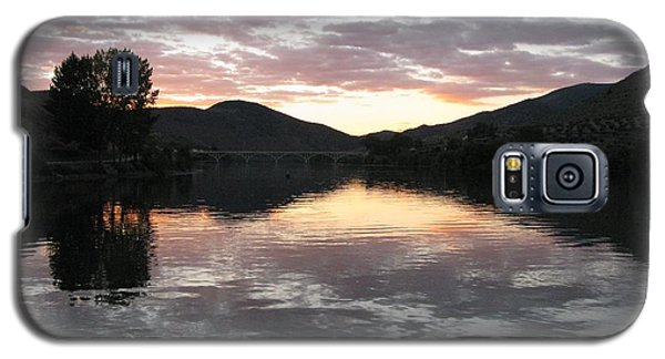 Galaxy S5 Case featuring the photograph Dusk On The River by Arlene Carmel