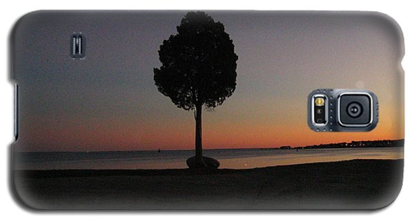 Galaxy S5 Case featuring the photograph Eastern Sunset And Moon Rise by Bruce Carpenter