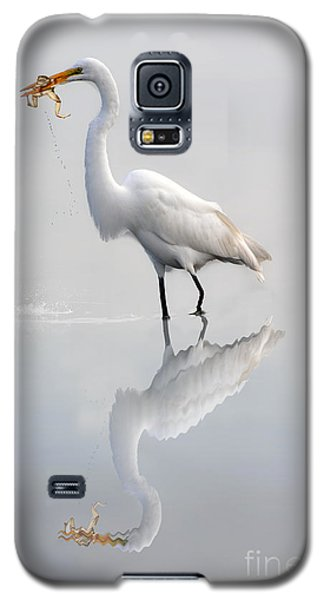 Galaxy S5 Case featuring the photograph Egret Eating Lunch by Dan Friend