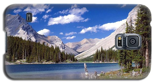 Galaxy S5 Case featuring the photograph Elbow Lake by Jim Sauchyn