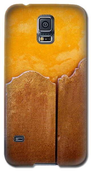 Galaxy S5 Case featuring the photograph End Of The Road by Jean Haynes