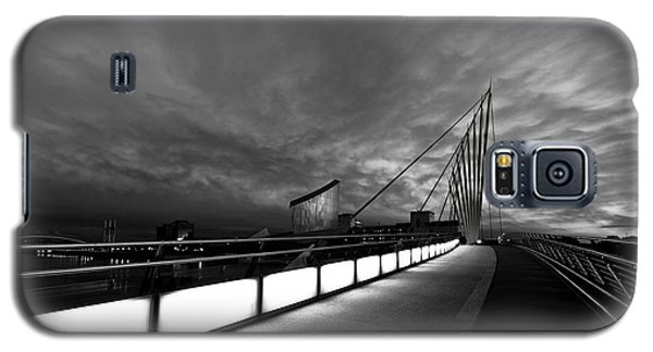 Galaxy S5 Case featuring the photograph Evening Light by Beverly Cash