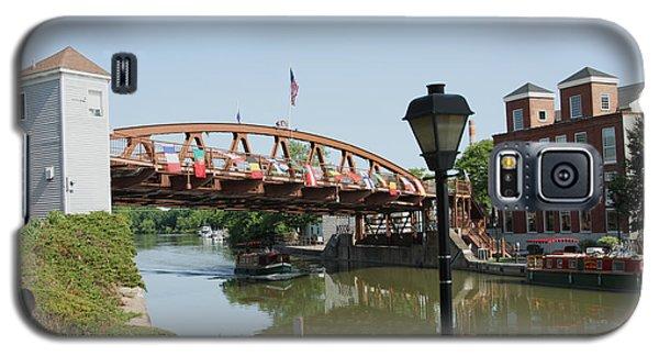 Galaxy S5 Case featuring the photograph Fairport Lift Bridge by William Norton
