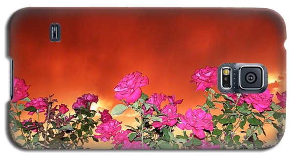 Galaxy S5 Case featuring the photograph Firery Roses by Wendy McKennon