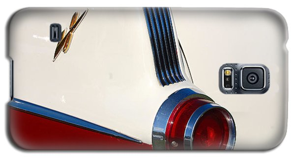 Galaxy S5 Case featuring the photograph First Pontiac V8 1955 by John Schneider