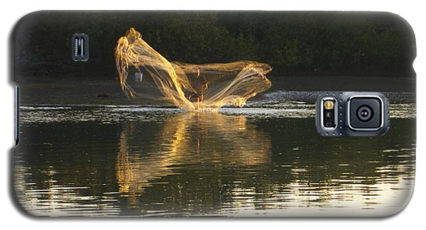 Galaxy S5 Case featuring the digital art Fisherman Throwing His Net by Anne Mott