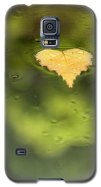 Galaxy S5 Case featuring the photograph Float  by Richard Piper