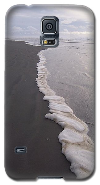 Galaxy S5 Case featuring the photograph Foamy Demarcation Line by Peter Mooyman