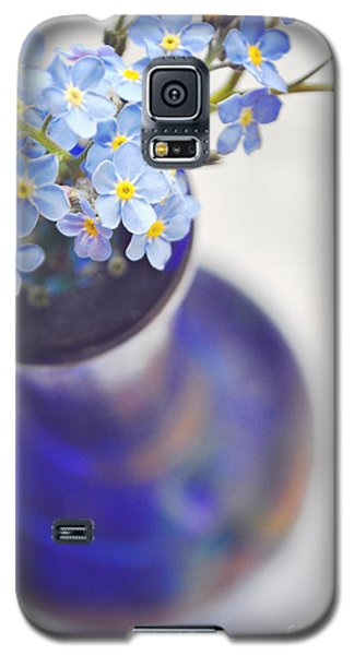Forget Me Nots In Deep Blue Vase Galaxy S5 Case by Lyn Randle