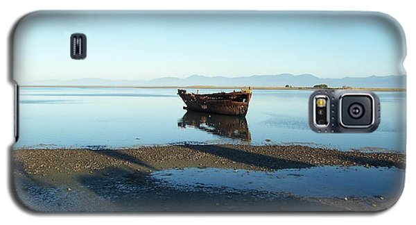 Galaxy S5 Case featuring the photograph Forgotten Boat Wreck Near Motueka by Peter Mooyman