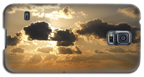 Galaxy S5 Case featuring the photograph Fort Lauderdale Sunrise by Clara Sue Beym