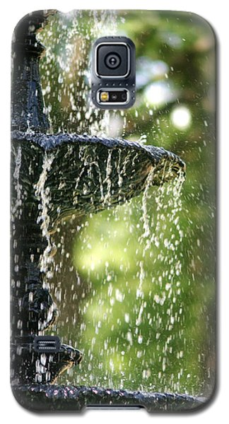 Galaxy S5 Case featuring the photograph Fountain At Capitol Square by Suzanne Powers
