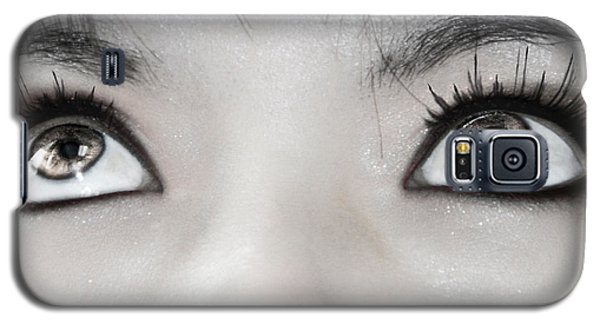 Galaxy S5 Case featuring the photograph Goddess Eyes by Ester  Rogers