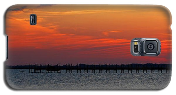 Galaxy S5 Case featuring the photograph Godnight Sound by Linda Mesibov